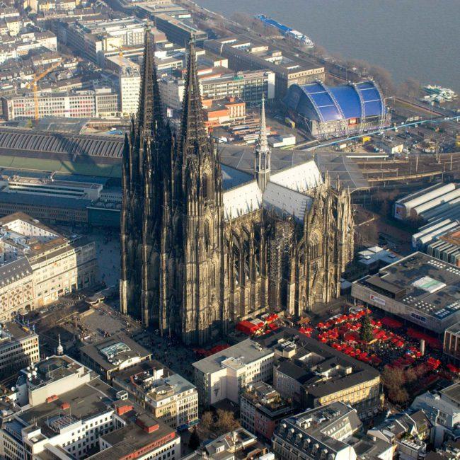 Kölner Dom mit Weihnachtsmarkt, Luftbild ©Martin Gaissert